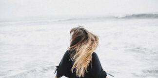 naturalne włosy na mikroskórze